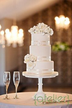 Pièce montée 2017  Gâteaux blancs incroyables | #Weddings | Photos par AK Cake Design