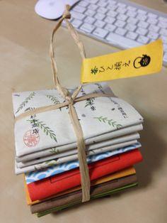 トトロのプレゼントみたいなパッケージをしているお茶お試しパックです。素敵〜 Tea Packaging, Package Design, Beans, Merry, Gift Wrapping, Drinks, Gifts, Honey, Gift Wrapping Paper