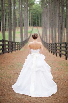 Beautiful Monique Lhuillier wedding dress: http://www.stylemepretty.com/2013/03/20/georgia-inn-wedding-from-watson-studios/ | Photography: Watson Studios - http://watson-studios.com/