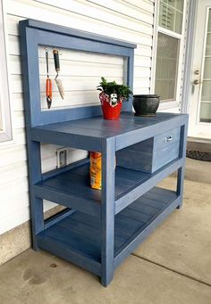 If you're tired of starting seeds on the kitchen counter, use these free, DIY potting bench plans to build your own outdoor potting station! Decor, Furniture, Potting Bench Plans, Bench Plans, Diy Bench, Woodworking Bench, Wood Projects, Home Decor, Diy Plans
