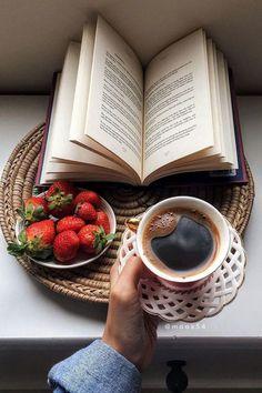 Coffee Cup Set - Coffee and Books Coffee Cup Set, Coffee Cafe, Coffee Break, Morning Coffee, Coffee Creamer, Coffee Enema, Coffee Logo, Morning Breakfast, Starbucks Coffee
