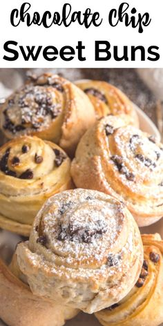 These delicious Chocolate Chip Sweet Buns known as Girelle in Italian are made with a crunchy soft sweet dough & a chocolate chip filling. Dessert Chocolate, Mini Chocolate Chips, Delicious Chocolate, Mini Bun, Pecan Sticky Buns, Sweet Dough, Sweet Buns, Puff Pastry Recipes, Italian Desserts