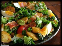 Maalaissalaatti  Lämmin sää on hellinyt tänään meitä joten ajattelin tehdä ruokaisaa salaattia päivälliseksi. Maalaissalaatti on maukas ja sitä voi varioida mielensä mukaan. Jotkut laittavat perunaa jotkut krutonkeja jne. Kananmuna ja pekoni ovat olennainen osa kyseistä ruokaa. Tässäpä minun versioni kyseisestä salaatista :)Maalaissalaatti Riittoisuus: KolmelleTarvitset: 10 varhaisperunaa suolaa mustapippuria myllystä luraus kiinalaista soijakastiketta (aroi) pari valkosipulinkynttä muutama…