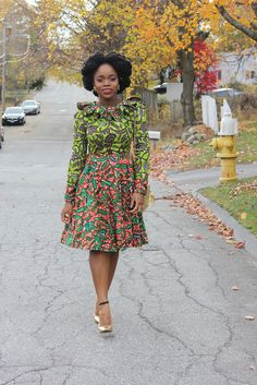 Have you seen these simple but glamorous ankara styles? African Dresses For Women, African Attire, African Wear, African Women, African Style, African Outfits, African Clothes, African Inspired Fashion, African Print Fashion