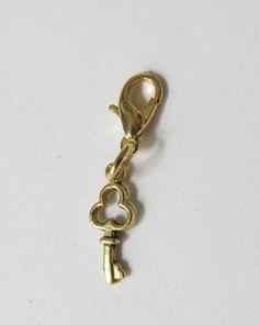 Charms - Charms Anhänger Schlüssel goldfarben - ein Designerstück von soschoen bei DaWanda
