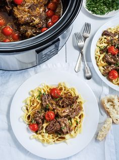 slow braised beef and cherry tomato sauce Slow Cooker Pressure Cooker, Crock Pot Slow Cooker, Slow Cooker Recipes, Crockpot Recipes, Cherry Tomato Sauce, Ricardo Recipe, Confort Food, Braised Beef, Beef Dishes