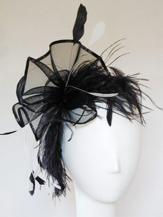 The feathered fascinator is the perfect solution when you want something flirty and fun. Great for cocktail parties, weddings, new years and much more