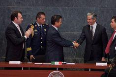 MÉXICO, D.F. (apro).- Para renovar la Cámara de Diputados, el PRI recibió ayer el registro y está por dictaminar las precandidaturas de personajes implicados en actos de corrupción, delitos del ser...