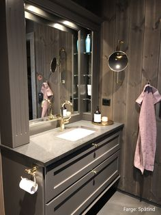 Bad - Spåtind - Lilly is Love Architectural Digest, Double Vanity, House Design, Cabin, Interior Design, Mirror, Bad Bad, Small Bathrooms, Full House