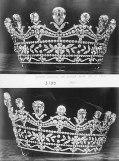 A gorgeous diamond tiara, by Boucheron. Featuring the layered-look of the original Harcourt tiara, not the current one, with flower heads and leaf clusters in two of the layers. An upper undulating layer, topped with fifteen large pear-shaped diamon Royal Crowns, Royal Tiaras, Crown Royal, Tiaras And Crowns, Royal Jewelry, High Jewelry, Diamond Tiara, Circlet, Crown Jewels