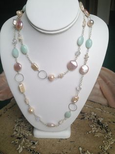 What is the best way to wear your pearl necklace. A pearl necklace is something that looks stunning with the right type of dress. Pearl Jewelry, Wire Jewelry, Jewelry Crafts, Gemstone Jewelry, Beaded Jewelry, Jewelery, Jewelry Necklaces, Long Necklaces, Bracelets