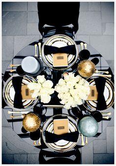 http://www.modadecozinha.com/2012/03/decor-inspiration-gorgeous-black-table.html