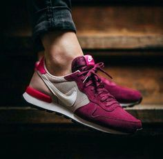 Nike WMNS Internationalist Suede // Sneaker Store - shoes ♥ - Best Shoes World Nike Free Outfit, Nike Free Shoes, Nike Shoes, Roshe Shoes, Nike Roshe, Zapatillas Casual, Tenis Casual, Casual Shoes, Nike Internationalist