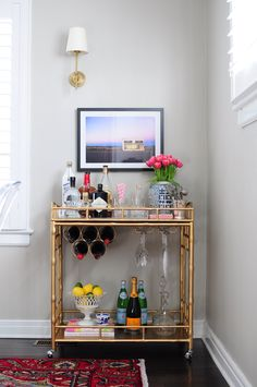 """Acquire terrific recommendations on """"bar cart decor inspiration"""". They are actually on call for you on our internet site. Home Bar Decor, Bar Cart Decor, Bar Cart Styling, Styling Tips, Bar Sala, Gold Bar Cart, Home Modern, Pub Table Sets, Bar Furniture"""