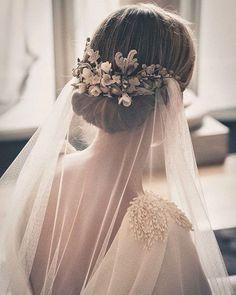 Vintage Wedding Bridal Hair - Bowl of Cherries Obsession! Mod Wedding, Wedding Veils, Dream Wedding, Wedding Dresses, Chignon Wedding, Trendy Wedding, Wedding Vintage, Wedding Reception, Elegant Wedding