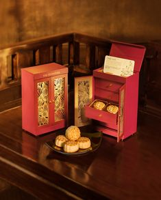 A NEW TWIST ON MOONCAKES FROM THE PENINSULA BOUTIQUE