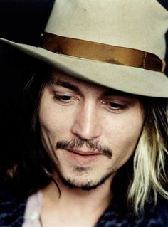 i love this man's face, i love his work, does this mean that I love him? Nope just his face, and his work. Because I don't know the rest of him. So xoxox all over your face and your work Mr. Depp