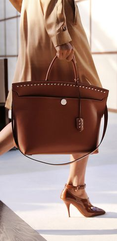 eed4150a884 187 Best Love Burberry images   Beige tote bags, Burberry handbags ...