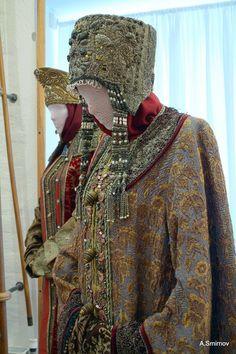 "pre-1700 Russian costume for noble women from russian movie 'Raskol' (meaning ""split"")"