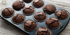 These dark chocolate flourless brownie muffins are delicious and surprisingly healthy. Flourless Brownie Muffins Save Print Prep time 20 mins Cook t Brownie Muffin Recipe, Muffin Recipes, Brownie Recipes, Flourless Chocolate, Chocolate Muffins, Flourless Brownie, Flourless Muffins, Chocolate Cupcakes, Brownie Cupcakes