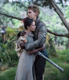 'The Shannara Chronicles' 2×07 & 2×08 Photos: Warlock & Amberle http://fangirlish.com/the-shannara-chronicles-2x07-2x08-photos-warlock-amberle/