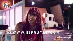 Buenas tardes marketeros! Por aquí os dejamos un anuncio de la marca de zumos Bi-frutas en la que podemos ver al youtuber Elvisa, promocionando la marca y al mismo tiempo un concurso de la misma.