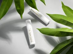 Dr. Jetske Ultee | Uncover Skincare | Zonnebrandcrème | Suncare | Een zonnebrandcrème is dé antirimpelcrème en onmisbaar in de huidverzorging. #sunscreen #sun #protecting #ageing #wrinkels #antiaging #skincare #skin #tip #gold #packaging #photography