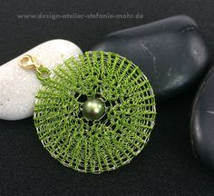 wire crochet pendant VICE-VERSA green/gold with a pearl