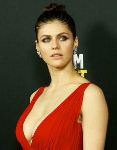 Alexandra Daddario hot Girls Being Hot: Photo Beautiful Celebrities, Beautiful Actresses, Beautiful Women, Curvy Celebrities, Alexandra Anna Daddario, Actrices Sexy, Sleek Ponytail, Everyday Hairstyles, Hollywood Actresses