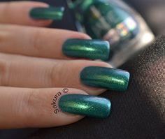 Vernis Jade Diamond TWIST duochrome porté par Sakura nail art pour ParlezEnAuxCopines. retrouvez toute la collection ici www.parlezenauxcopines.com/