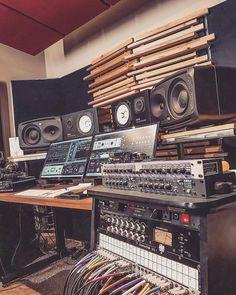 "2,487 Likes, 19 Comments - Ontrack Studios (@ontrackstudio) on Instagram: ""@coltcapperrune has a sick setup! Follow @ontrackstudio for more! #studio"""