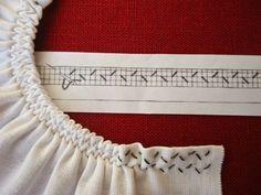 How to do smocking, stitch by stitch, a smocking pattern grid, diy Smocking Tutorial, Smocking Patterns, Dress Sewing Patterns, Sewing Hacks, Sewing Tutorials, Sewing Crafts, Sewing Projects, Embroidery Stitches, Embroidery Patterns