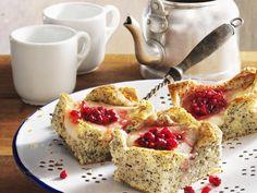 Mohnkuchen mit Preiselbeer-Birnen - smarter - Kalorien: 232 Kcal - Zeit: 40 Min. | eatsmarter.de