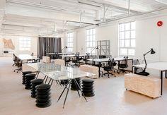 una antigua fabrica convertida espacio de trabajo muebles de oficina 3