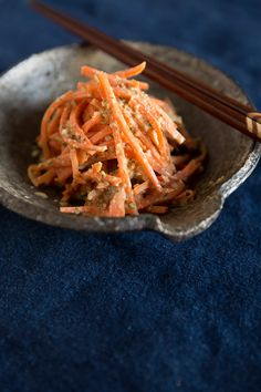 carrot slaw 4 large carrots, peeled and julienned 2 garlic cloves, roughly chopped 1 small knob ginger, chopped A handful of chives, roughly chopped ¼ cup rice vinegar ½ teaspoon cane sugar 1 tablespoon plus 1 teaspoon soy sauce 1 tablespoon toasted sesame oil 2 tablespoons white sesame seeds, roasted in a skillet 2 tablespoons tahini