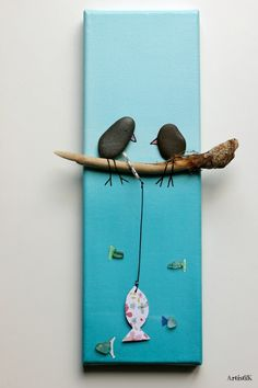 Tableau galets oiseaux bois flotté fond bleu dessin humoristique : Décorations murales par artistik