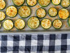 Oven Roasted Parmesan Zucchini – 12 Tomatoes Side Dishes Easy, Side Dish Recipes, Vegetable Recipes, New Recipes, Cooking Recipes, Healthy Recipes, Recipies, Parmesan, Zucchini