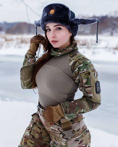 Israeli Girls who serve in the Army - Uniform Mädchen In Uniform, Israeli Girls, Military Girl, Female Soldier, Army Soldier, Warrior Girl, Military Women, Girls Uniforms, Cute Girls