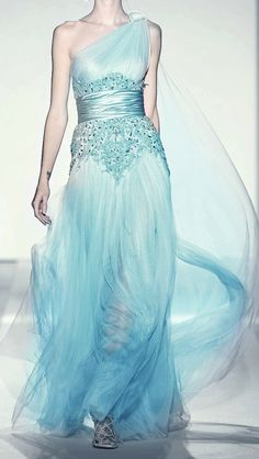 this kinda looks like the dress from Frozen. :)