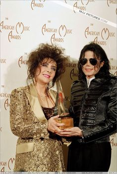 Elizabeth Taylor and Michael Elizabeth Taylor Michael Jackson, Michael Jackson Pics, Mjj Pictures, Mj Dangerous, Mike Jackson, American Music Awards, Norma Jeane, Couture, Celebrities