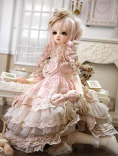Wow.... I wish i could own a doll like this.  ~ me too! well one of mine does look pretty close :)