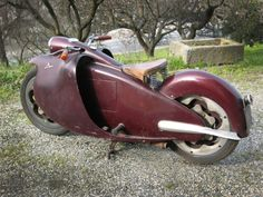 Moto Major, created in 1947 by Piedmontese engineer Salvatore Maiorca, which never ceases to create a stir. Homemade Motorcycle, Motorcycle Tips, Futuristic Motorcycle, Motorcycle Travel, Motorcycle Design, Motorcycle Style, Bike Design, Motorcycle Accessories, Motorcycle Battery