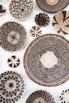 Inspired By: Kuba Cloth - Thuisdecoratie Interior Decorating Styles, Home Decor Trends, Home Interior Design, Deco Ethnic Chic, African Home Decor, Deco Originale, European Home Decor, Blog Deco, Baskets On Wall
