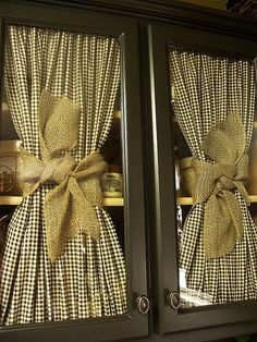 love the checked fabric & burlap ribbon.LC is doing loose burlap curtains. Window Coverings, Window Treatments, Window Drapes, Curtains On Front Door, Window Panels, Side Panels, Cortinas Country, Deco Champetre, Country Curtains
