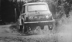 Another flying classic 🤓 Mini Cooper Classic, Mini Cooper S, Classic Mini, Car Photos, Car Pictures, Mini Morris, Monte Carlo Rally, Classic Race Cars, Mini S
