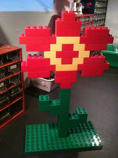 Untitled - a LEGO Duplo flower I made with my daughter. Lego Duplo, Lego Club, Lego Design, Lego Therapy, Construction Lego, Activities For Kids, Crafts For Kids, Lego Challenge, Lego Craft