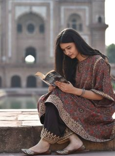 Elegant Dresses For Women, Stylish Dresses For Girls, Simple Dresses, Pakistani Fashion Casual, Pakistani Dresses Casual, Indian Fashion, Embroidery Suits Design, Embroidery Fashion, Afghani Clothes
