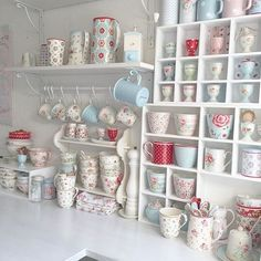 30 Chic Home Design Ideas - European interiors. The Best of shabby chic in - Home Decoration - Interior Design Ideas Shabby Chic Kitchen, Shabby Chic Cottage, Vintage Shabby Chic, Shabby Chic Homes, Shabby Chic Style, Cottage Style, Kitchen Decor, Scandinavian Style Home, Cottage Kitchens