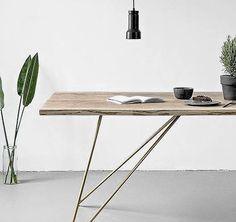 Tisch aus massiver Eiche in verschiedenen Maßen. Hier entdecken und shoppen: http://sturbock.me/a8q