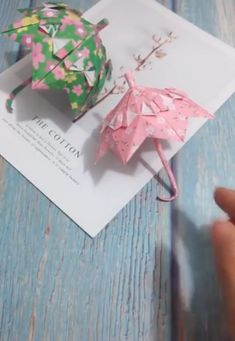Creative ideas about paper crafts. Informations About Amazing Paper Crafts Pin You can easily use my Paper Flowers Craft, Paper Crafts Origami, Diy Origami, Paper Crafts For Kids, Flower Crafts, Origami Folding, Paper Folding Crafts, Oragami, Diy Crafts Hacks